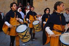 Evviva i tamburini! (Volterra) (stella.iloveyou) Tags: volterra tamburini rievocazionimedievali rievocazionistoriche historicalreenactment volterraad1398