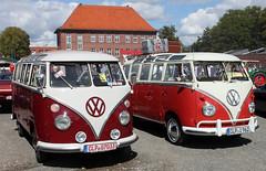 Samba Buses (Schwanzus_Longus) Tags: cloppenburg german germany old classic vintage car vehicle window van bus volkswagen vw t1 samba