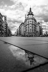 06092018-_DSC0033-2 (Ramon InMar) Tags: relfex wet blancinegre reflexe pluja barcelona edifici building old