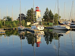 The Humber Bay Marina and lighthouse. (Trinimusic2008 -blessings) Tags: trinimusic2008 judymeikle nature marina waterfrontrecreationaltrail asharedpath promenade today september 2018 evening light toronto to ontario canada sonydschx80 humberbayparkw lake lakeontario water reflections shadows