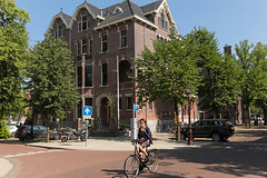 Emmalaan - Amsterdam (Netherlands) (Meteorry) Tags: europe nederland netherlands holland paysbas noordholland amsterdam zuid willemspark emmalaan koningslaan neighbourhood chique expensive villas afternoon aprèsmidi bicycle bicyclette vélo bike boy kid enfant child june 2018 meteorry sud south
