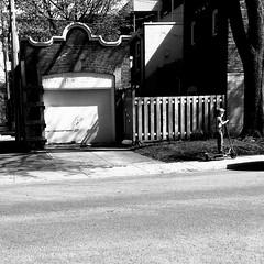 Conduire prudemment... (woltarise) Tags: montréal streetwise outremont hassidique juif communauté enfant quartir trotinette électrique trottoir prudent ruelle iphone6s