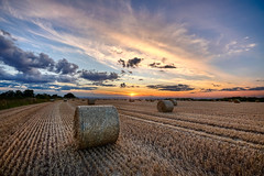 High Hunsley (oddlegs) Tags: walkington england unitedkingdom gb highhunsley sunset bales field harvest eastyorkshire