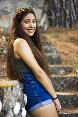 Nicole (Viki Stefchova Petkova) Tags: pelayos de la presa chica mujer casa pelo morena verano escaleras campo naturaleza gafasdesol
