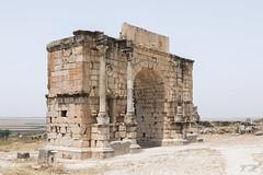 2018/07/09 12h50 arc de Caracalla, Volubilis (Valéry Hugotte) Tags: 24105 antiquité arc maroc volubilis arcdecaracalla canon canon5d canon5dmarkiv romain ruines fèsmeknès ma