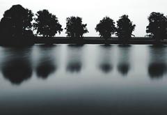 tumma vesi - dunkle wasser (Bernd Kretzer) Tags: wasser water bäume trees weiher pond langzeitbelichtung time exposure nd 1000 graufilter