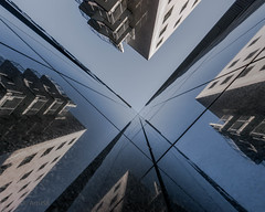 Swirl (ARTUS8) Tags: flickr lookingup architektur linien lines spiegelung reflection