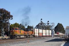 Port Train at Emeryville (imartin92) Tags: emeryville california bnsf railroad railway freight train locomotive ge generalelectric es44ac gevo c449w dash9