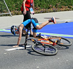 Jumped too fast (Cavabienmerci) Tags: triathlon triathlete triathletes lausanne 2018 switzerland suisse schweiz kid child children boy boys run race runner runners lauf laufen läufer course à pied sport sports running