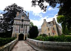 Château le Kinnor (francis_erevan) Tags: château castle castillo burger