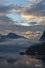 Quiete Maestosa (Davide'70) Tags: norvegia fiordo geiranger alba nuvole mare montagne navigazione silenzio immersione contemplazione paesaggio colori profumi unesco