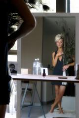 spiegeltje , spiegeltje enz . (roberke) Tags: model women vrouw femina femme portrait portret pose posing spiegel mirror indoor binnen availablelight naturallight daglicht daylight