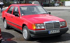 W124 (Schwanzus_Longus) Tags: cloppenburg german germany old classic vintage car vehicle mercedes benz w124 sedan saloon