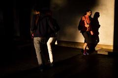 Madrid-3318 (Crebolledof) Tags: fotografíaurbana fotografíacallejera fotografíadecalle fotografíadirecta calle color contraluz street streetphotography straightphotography sombras siluetas shadows madrid