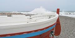 Desde el Varadero (Tomás Hornos) Tags: varadero waves olas barco mar tempestad temporal primerplano d3200 playa beach