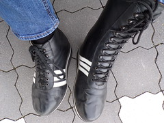 orthopedic shoes - orthopädische Schuhe (herby_02) Tags: orthopedic orthopädisch orthopädische orthopädischemasschuhe schuhe shoe schuh shoes sportschuh gehbehinderung gehbehindert leg fus füse foot feet behinderung behindert bein beine disability disabled adidas legs sportschuhe sportsshoe sportsshoes lähmung klumpfus klumpfüse clubfoot clubfeet