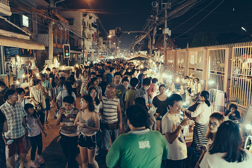Making our way across Wui Lai Night Market.