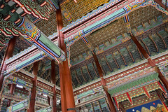 Geunjeongjeon Ceiling (syf22) Tags: palace residence royal king sovereign stately castle dwelling manor mansion fort hold building korean classic buildings formal decorated design decoration intricate details interrelated complicate maze ceiling roof wall columns posts support earthasia