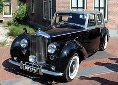 1953 Bentley R (Davydutchy) Tags: oldtimerdag ruinerwold drenthe drente nederland netherlands niederlande paysbas holland show meeting treffen oldtimer classic klassiker klassiek veterán car vehicle voiture auto automobiel automobile bil avto pkw bentley r british english greatbritain august 2018