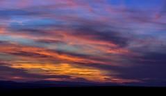 Mi cielo, tu cielo. (<María>) Tags: puestadesol atardecer ocaso cielo nubes clouds sky color