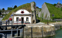 Belle-île-en-Mer: Le Palais harbour locks (Henk Binnendijk) Tags: lepalais belleîleenmer morbihan bretagne france frankrijk brittany breizh harbour haven port maisondeseclusiers sluis lock