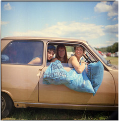 .we've been staying for a picnic (Herr Benini) Tags: renault5 r kiev88 analog film fusion mediumformat lärz car müllsack pfand festival renault gold