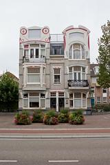 Vlissingen - Villa Yvonne (grotevriendelijkereus) Tags: zeeland netherlands holland nederland city town stad architecture architectuur buildingd gebouw villa art deco jugendstil