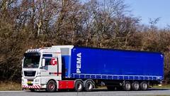 AW72109 (18.04.06, Motorvej 501, Viby J)DSC_5005_Balancer (Lav Ulv) Tags: 245323 pema rentaltrailer man mantgx 26480 e6 euro6 dsv dsvtransport white 2015 afmeldt2018 retiredin2018 abgemeldet2018 6x4 driverallan schmitztrailer curtainside planentrailer gardintrailer 3axletrailer truck truckphoto truckspotter traffic trafik verkehr cabover street road strasse vej commercialvehicles erhvervskøretøjer danmark denmark dänemark danishhauliers danskefirmaer danskevognmænd vehicle køretøj aarhus lkw lastbil lastvogn camion vehicule coe danemark danimarca lorry autocarra danoise motorway autobahn motorvej vibyj highway hiway autostrada trækker hauler zugmaschine tractorunit tractor artic articulated semi sattelzug auflieger trailer sattelschlepper vogntog
