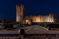 Castillo de la Mota. (Carlos Velayos) Tags: castillo castle mota valladolid medina campo medinadelcampo castillodelamota nocturna nightly cielo sky azul medieval arquitectura architecture