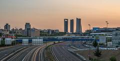 Atardeceres de Madrid. (Amparo Hervella) Tags: madrid españa spain paisajeurbano paisaje atardecer autopista autovía estela 4torres largaexposición d7000 nikon nikond7000