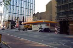 London 5 (Lennart Arendes) Tags: canon ae1 analog 35mm kodak portra 160 london street bulidings gas station architecture shell shoreditch cars