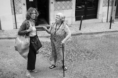 Communication is 80% non verbal (.sl.) Tags: lisbonne people portugal streetphotography lisboa women old communication blackandwhite bw cane street bag