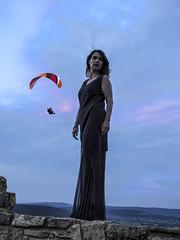 Model Miriam with a hang glider in the background (Adam Nowak) Tags: modelmodelka pozowanie zamek sesja lotnia