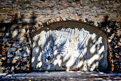 Sur l'un des murs de la manécanterie soutenant la cathédrale St Jean, un voûte carolingienne.             _DSC4335 (Pascal Rey Photographies) Tags: lyon lugdunum ville villes ciudad streetphotography stadt city citéinternationale città town streetart street inthestreets urbanart urbanphotography urbaines papiercollé pastedpaper graffitis graffs graffik graffiti graffittis photograffik murs murales muros artmural fresquesmurales peinturesmurales écritsurlemur walls wallpaintings walldrawings collages pascalrey nikon d700 luminar2018 aurora aurorahdr pascalreyphotographies photographiecontemporaine photos photographie photography photographiedigitale photographienumérique photographieurbaine urbain artcontemporain art artabstrait artgraphique artmoderne arturbain histoire voutecarolingienne
