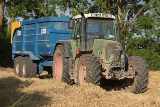 Fendt 820 Vario Tractor with a Kane Halfpipe Grain Trailer