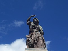 Flora MacDonald (1725 - 1790) Statue, Inverness, Aug 2018 (allanmaciver) Tags: flora macdonald statue inverness history jacobite prince charles edward stuart bonnie 1725 1790 kinsburgh skye island sea uist milton courage fidelity samuel johnson allanmaciver