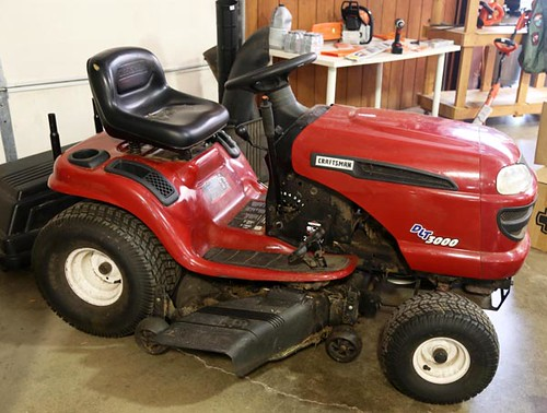 "Craftsman DLT 3000 25hp riding mower with 42"" cut and bagger ($756.00)"