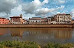Pisa / Arno /  Palazzo Medici / Chiesa S. Matteo (Pantchoa) Tags: pise italie arno fleuve eau nuages herbe berge quai architecture palazzomedici chiesasmatteo reflets réflexion lungarno toscane