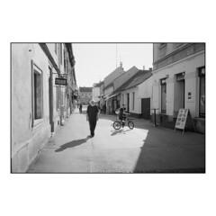 Street Light (Koprek) Tags: olympusxa ilford fp4 film analog streetphotography stphotographia croatia varaždin rangefinder summer 2018