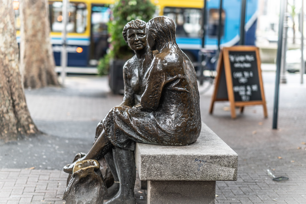 THE HAGS WITH THE BAGS [THE MEETING PLACE STATUE LOCATED NEAR THE HALFPENNY BRIDGE IN DUBLIN]-144061