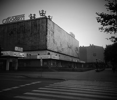 The whole city seems to be a lost place (roomman) Tags: 2018 pabianice town village city industry industrial shop shops spolem rossmann cross streetcrossing bw black white blac bandw contrast colour grey scale monochrome weekend escape culture history past story lost place lostplace cities towns textile factory