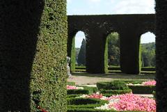 Natural door (degreve.sarah) Tags: garden park door vegetal flowers