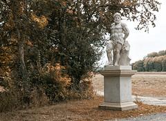 Schlosspark Lützschena (ingrid eulenfan) Tags: leipzig lützschenastahmeln schlosspark bäume wald baum herbst autumn statue mann auwald herkules