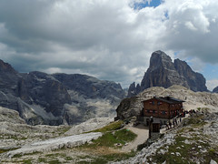 Rifugio Pian di Cengia (antonella galardi) Tags: altoadige sudtirol pusteria sesto 2013 esursione trekking fiscalina escursionismo montagna cimauna rifugio piandicengia cengia dolomiti dolomites