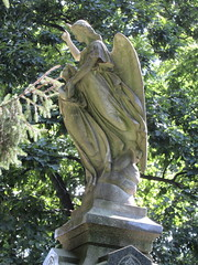 Arms Up Standing Angel Green-Wood 9244 (Brechtbug) Tags: arm up seated angel greenwood cemetery wings and missing hand stone coffin looking away brooklyn nyc 2018 new york city 09012018 statue tomb marker sculpture tombstone graveyard grave yard serenity lady turning grief grieving mourning mourner mourn