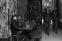 de copas (Samarrakaton) Tags: 2018 samarrakaton berlin alemania street callejera urban urbana nikon d750 2470 viaje travel gente people byn bw blancoynegro blackandwhite monocromo