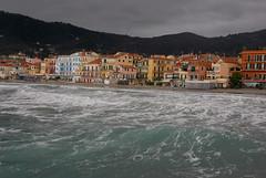 ALASSIO (Ferdinando Tubito) Tags: mare acqua alberi montagna cielo nuvole temporale relax liguria italia città oceano edifici spiaggia