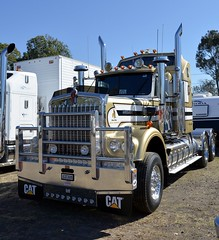 Kenworth (quarterdeck888) Tags: trucks photos truckphotos australiantrucks outbacktrucks workingtrucks primemover class8 overtheroad interstate frosty quarterdeck jerilderietrucks jerilderietruckphotos flickr bdoubles lorry bigrig highwaytrucks interstatetrucks nikon truck kenworth kenworthklassic kk kenworthclassic2018 truckshow truckdisplay workingclasstrucks noprizes wmodel