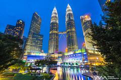 雙子星塔 PETRONAS Twin Towers / Kuala Lumpur, Malaysia (yameme) Tags: petronastwintowers 馬來西亞 吉隆坡 雙子星塔 夜景 night nightshot longexposure 長曝 地標 landmark malaysia kualalumpur sony a7ii evil mirrorless alpha canon 1635mmlii eos
