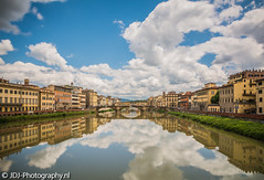 Stunning Arno (JdJ Photography (www.jdj-photography.nl)) Tags: ponteallacarraia arno florence firenze stad city toscane tuscany toscana italië italy italia europa europe continent middag afternoon dag day overdag daytime wolken clouds brug bridge rivier river reflectie reflection autos cars geparkeerd parked